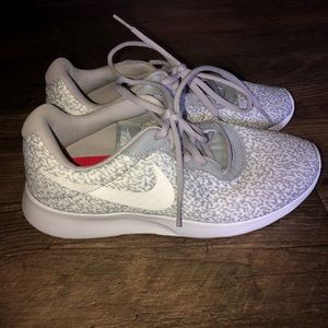 Cute Gray and White Nike Tennis Shoes 👟